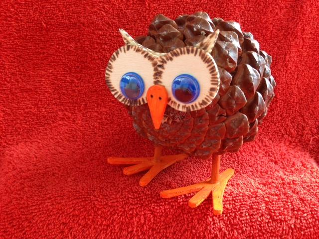 pomme de pin chouette elegant les chouettes with pomme de pin chouette pinecone owl ornament. Black Bedroom Furniture Sets. Home Design Ideas